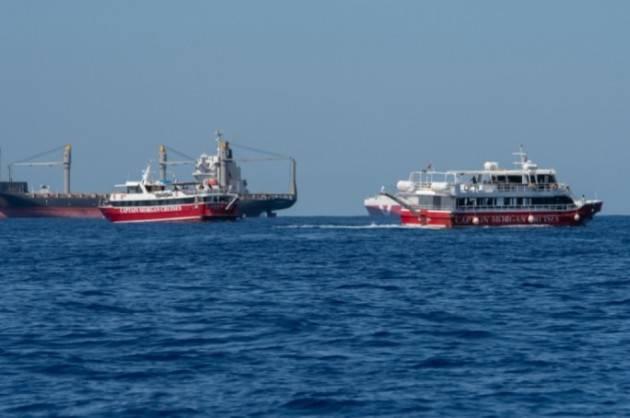 Malta fa sbarcare le 425 persone in mare da 40 giorni