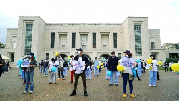 Protesta degli infermieri davanti all'ospedale Niguarda