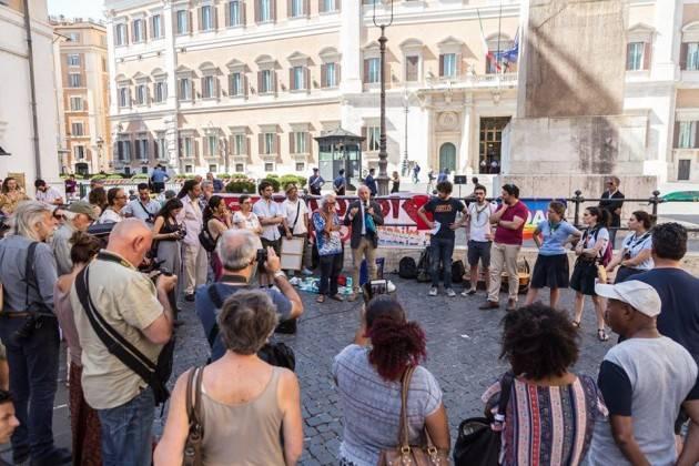 Pianeta Migranti Cremona. Digiuno in solidarietà ai migranti davanti al Parlamento