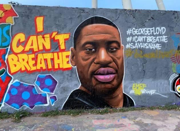 George Floyd ha detto oltre 20 volte: ''Non respiro''
