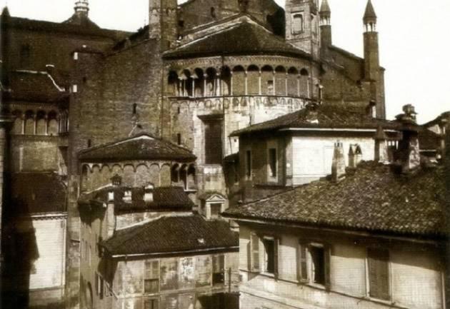Silvano Rossi Cremona: il Duomo prima della sua ' liberazione '