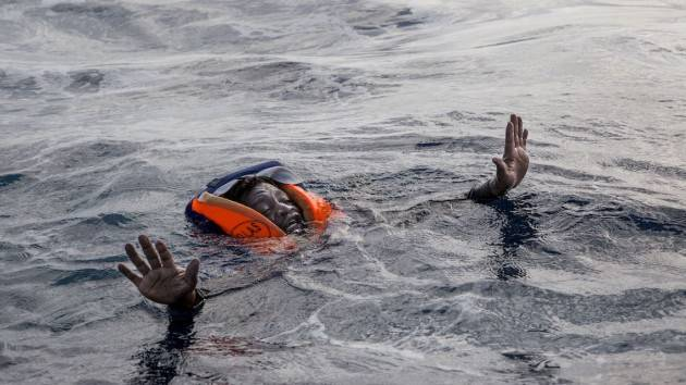 Pianeta Migranti Cremona . Fondi alla Libia. Vivi e morti abbandonati in mare.