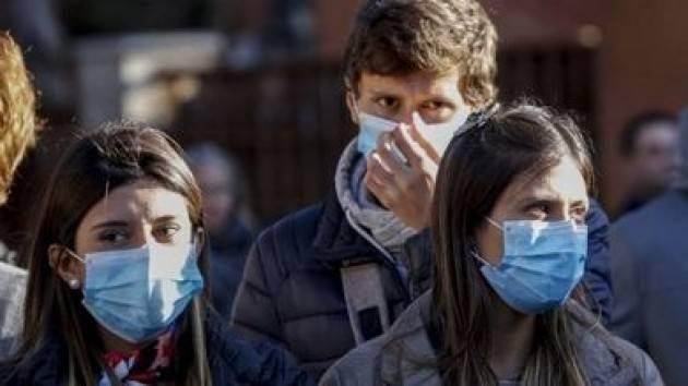 Da oggi in Francia mascherina obbligatoria in tutti i luoghi al chiuso