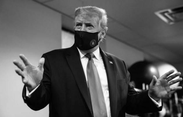 Trump twitta una foto con la mascherina: ''Non c'è nessuno più patriottico di me''