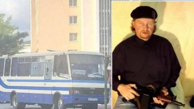 Ucraina, uomo con esplosivo sequestra bus con 20 persone