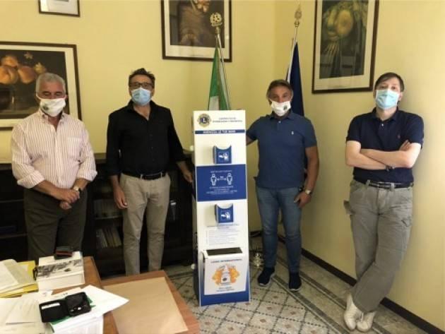Cremona Il Lions Club Torrazzo dona alle scuole cremonesi 52 totem per l'igienizzazione delle mani