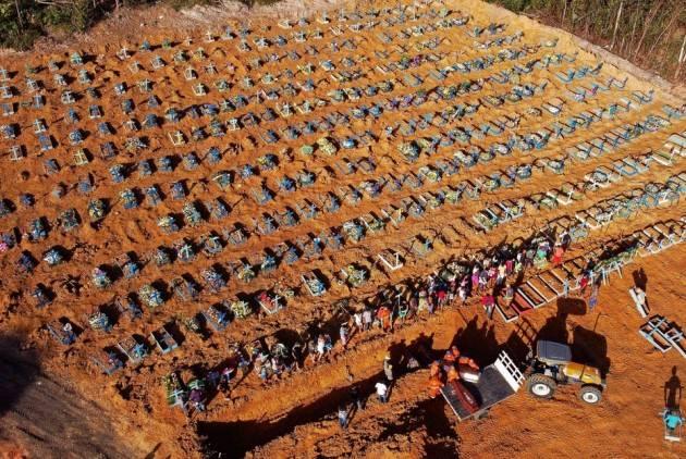 LnM In Brasile si sta consumando un genocidio Il Covid-19 ha ucciso 76mila persone | Frei Betto