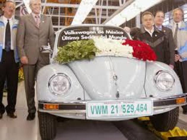 AccaddeOggi 30 luglio 2003 – In Messico l'ultima Volkswagen Maggiolino esce catena montaggio