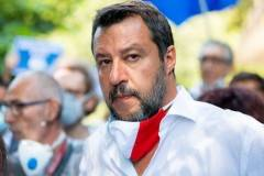 Salvini: ''Conte in Tribunale per aver sequestrato mezza Italia''