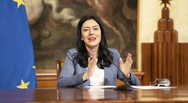 Scuola, Azzolina: '''Apertura non a rischio, è priorità assoluta per il Paese e il governo''
