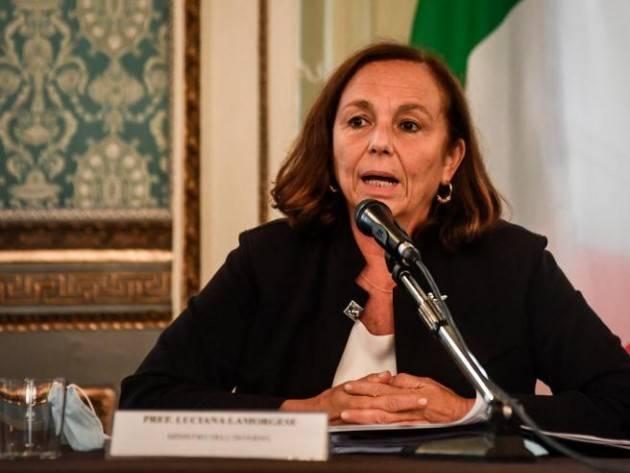 Migranti Sicilia, il Viminale replica a Musumeci: ''Serve collaborazione''