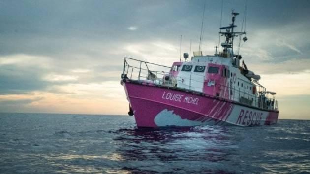 La nave di Banksy: ''Un morto a bordo, altri migranti ustionati'' Mediterranea: ''Sono a 2 ore da Lampedusa, arriviamo''