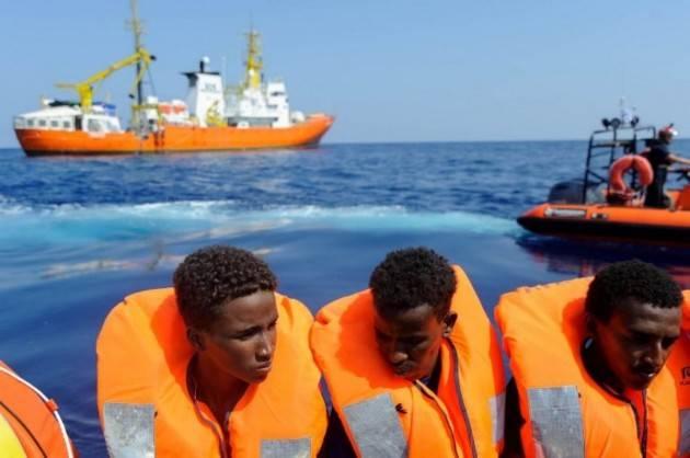 Arrivati altri 370 migranti - Il sindaco: ''Siamo in ginocchio''