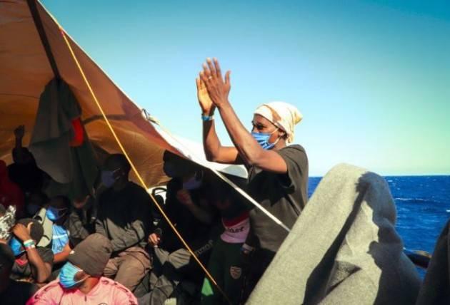 Sea Watch 4 diventa nave-quarantena a Palermo per i 353 migranti a bordo