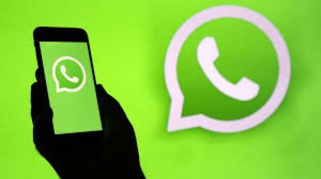 Minori nudi su WhatsApp: sei persone denunciata dalla Polizia Postale