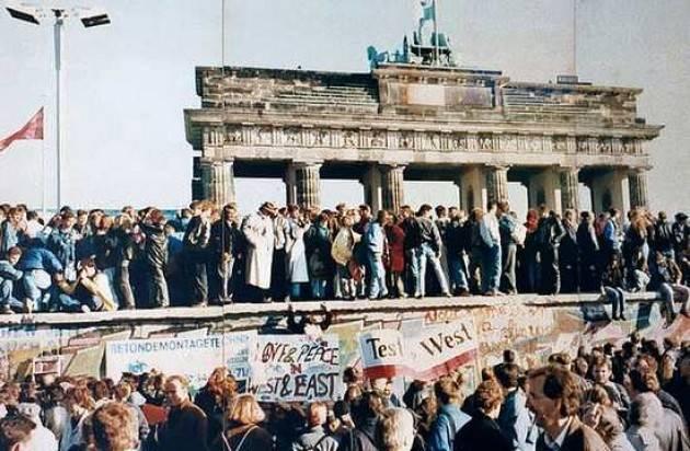 1989 il crollo del Muro nell'Europa post-comunista