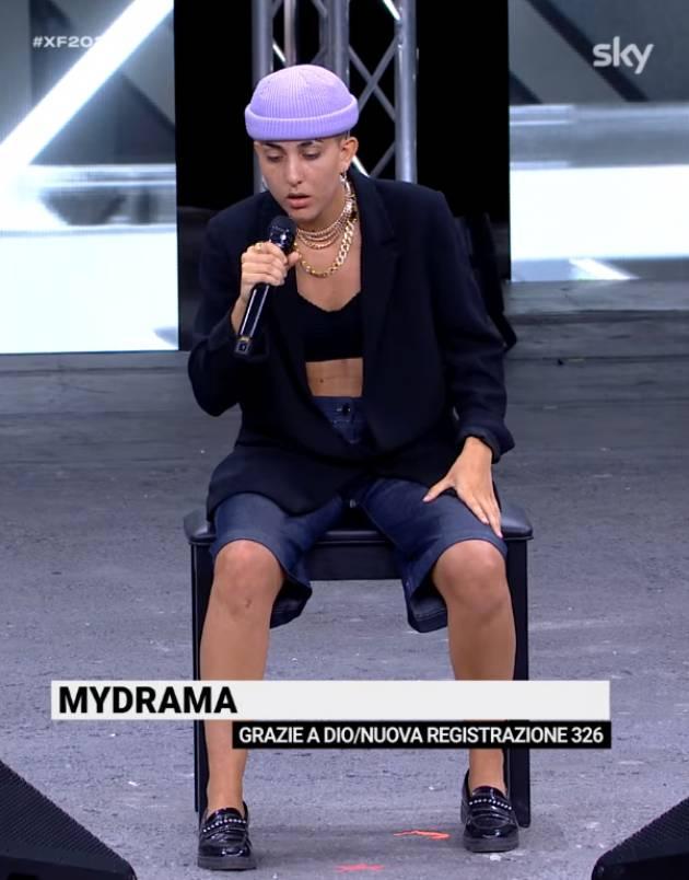 LA CREMASCA ALESSANDRA CONQUISTA X-FACTOR