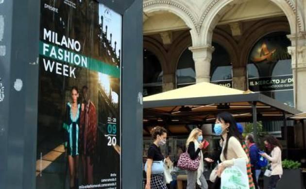 Moda al via a Milano le sfilate, 'dobbiamo convivere con virus'