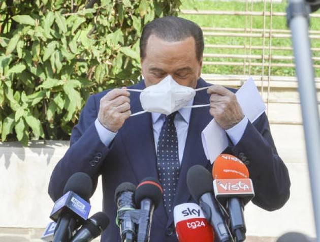 Tampone positivo per Berlusconi, prosegue isolamento