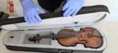 Poliziotti cercano droga e trovano un violino del 1600