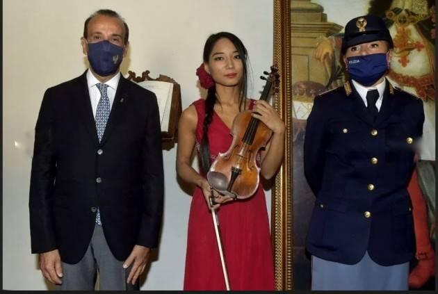 C'è chi 'mette soldi sotto il materasso' e chi un violino Amati da un milione di euro
