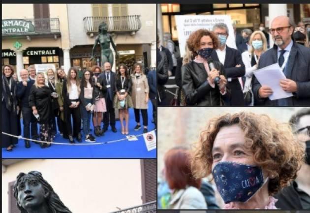 Crema Stefania Bonaldi ringrazia Enrico Tupone e a tutto il dream team de 'I Mondi di Carta'