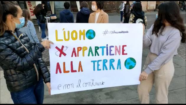 Anche a Cremona presidio  promosso  da FridaysForFuture il 9 OTTOBRE durante  SCIOPERO PER IL FUTURO