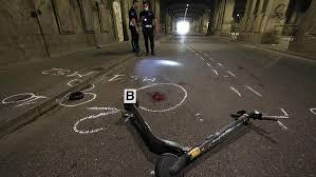 Incidente in monopattino a Milano, due ragazzi in ospedale