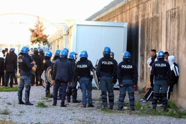 Protesta in Cpr Milano, contusi alcuni migranti