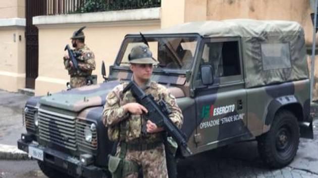 Camionetta tamponata, grave militare