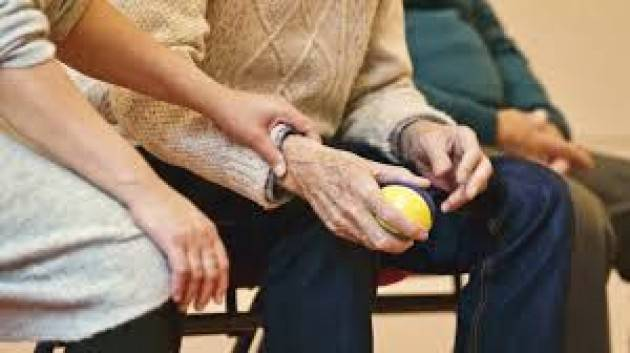 Non lasciamo  morire i nostri anziani delle RSA  di solitudine. L'appello di Giuseppe Gigliobianco portavoce del Comitato Parenti di A.C.S.