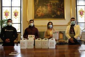 Donato gel igienizzante al Comune di Cremona dalla comunità indiana