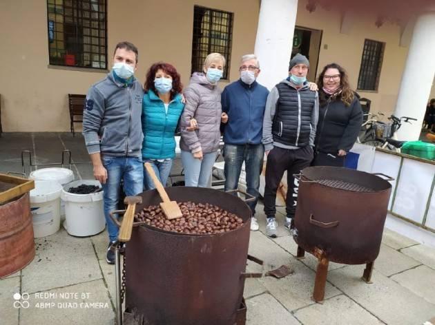 CREMA - CALDARROSTE E DONAZIONI PER L'OSPEDALE - FOTO