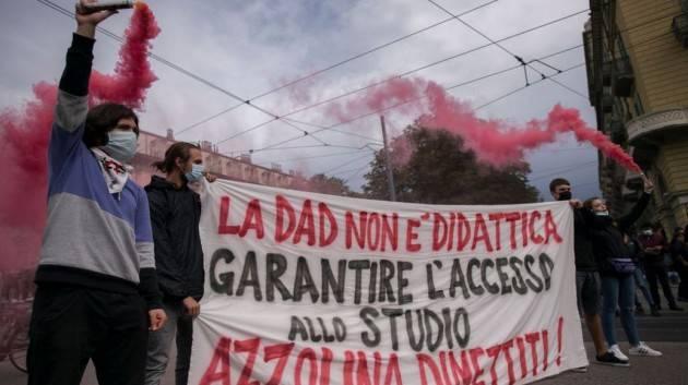 Scuole a rischio chiusura: i sindacati stanno con la Azzolina