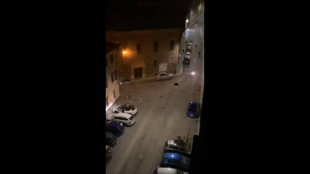 Ultima Ora 19.30  Cremona In piazza Vida 7-8 ragazzi fanno scoppiare petardi  [video]