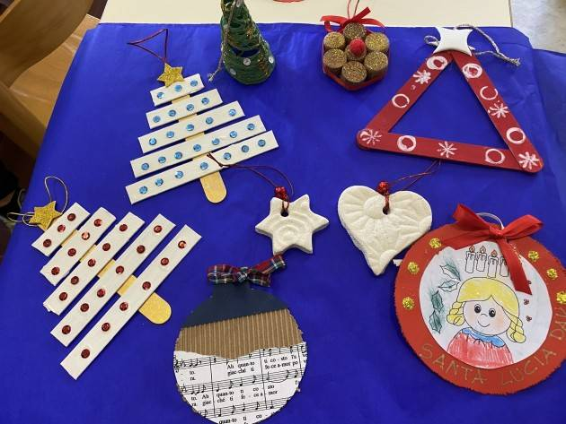 Da Cremona decorazioni natalizie a 22 scuole di Paesi dell'Unione Europea