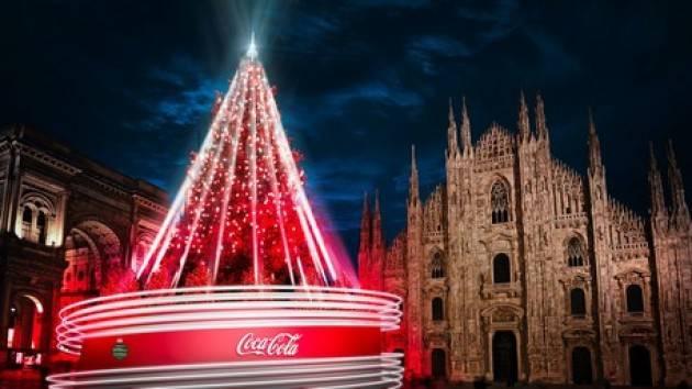 Coca Cola illumina l'albero di Natale in piazza Duomo