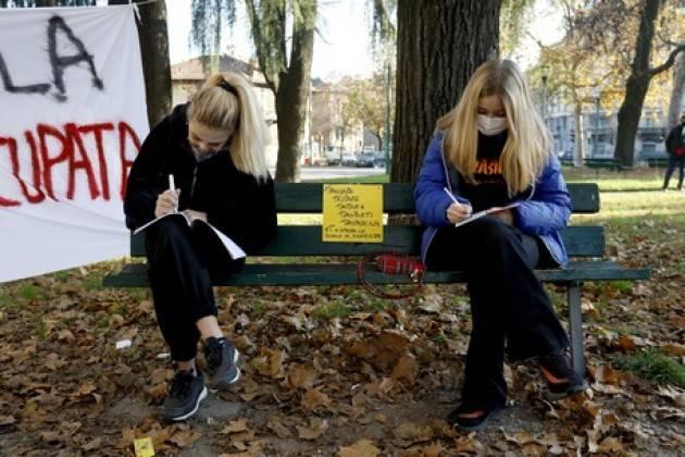 Lezioni ''carbonare'' all'aperto a Milano