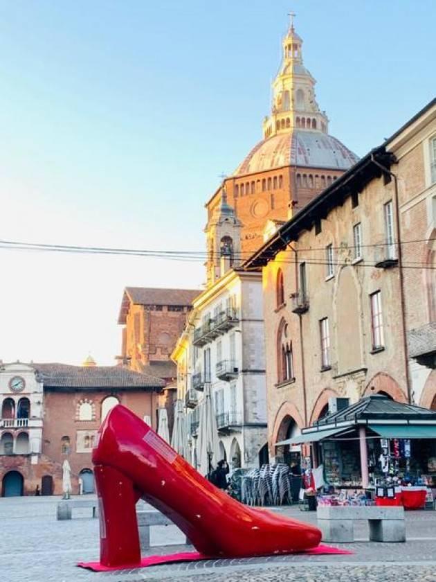 Violenza donne: panchine rosse a Comune e Università Pavia