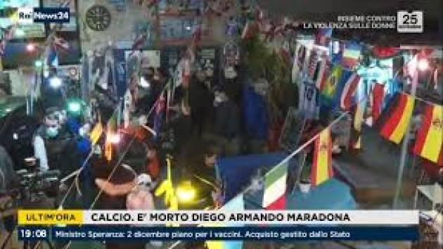 Napoli reagisce alla morte di Maradona con assembramenti. Zona rossa saltata?