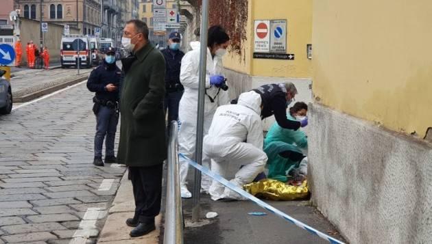 Uomo trovato morto davanti ospedale a Milano,