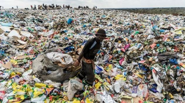 Cremona Pianeta Migranti. La plastica inquina? Mandiamola in Africa.