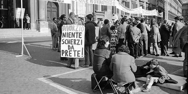 Italia La legge sul divorzio ha 50 anni (Video)