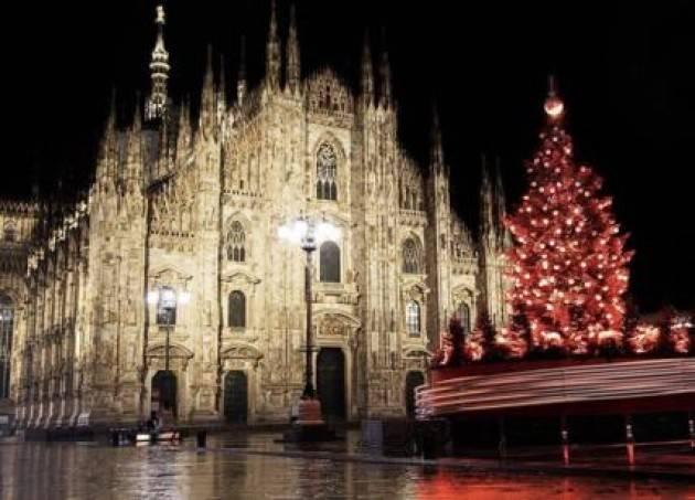 Al via da piazza Duomo il ''Natale degli alberi'' di Milano