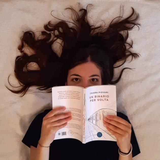 A LIBRO APERTO:  il viaggio di Chiara Piovani ed il suo romanzo 'Un binario per volta'