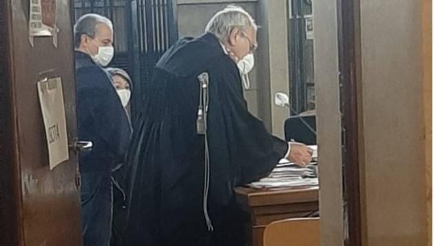 Procuratore Greco con toga in aula dopo 12 anni