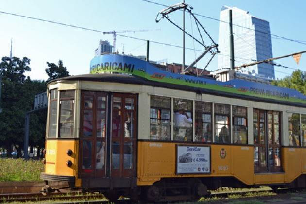 Tranviere sequestra e minaccia passeggeri a Milano, sospeso