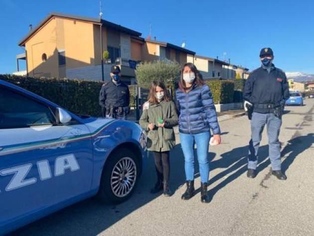 Affida letterina a palloncino, i doni portati dalla Polizia