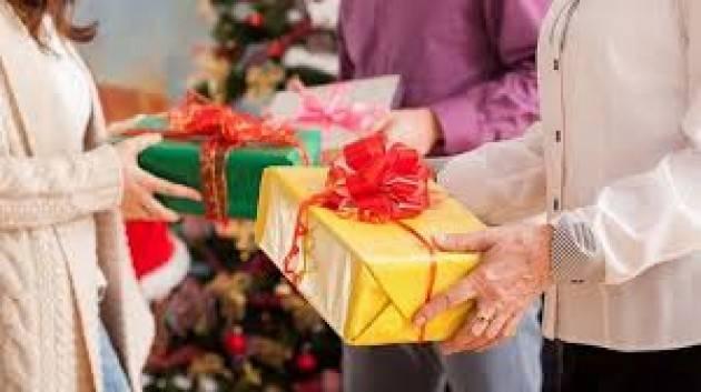 Natale, molti regali sono ''last minute'' e gastronomici