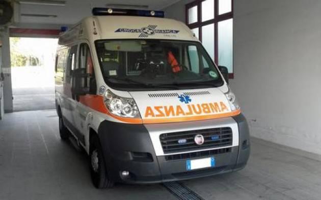 Partorisce in ambulanza, mamma e bimba in buone condizioni